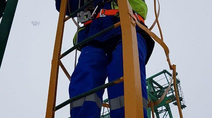 Оснащение вертикальных лестниц